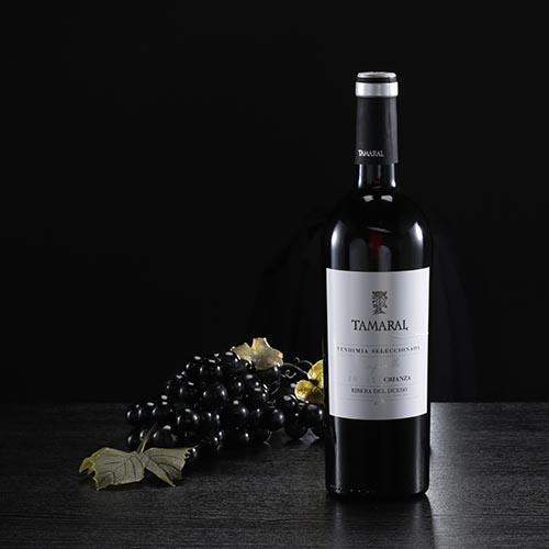 "Botella de vino tinto ""Tamaral"", D.O. Ribera del Duero"