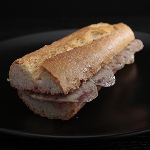 """""""Perol"""" sausage baguette"""