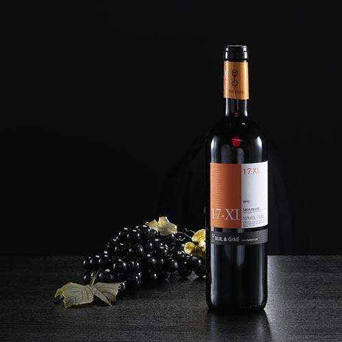 "Botella de vino tinto ""17 XI"", D.O. Montsant"