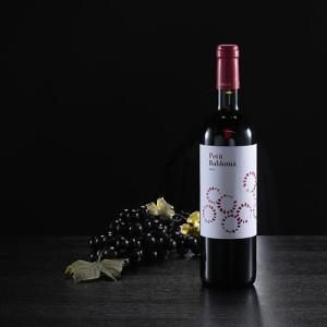 """Botella de vino tinto """"Petit Baldomà"""""""