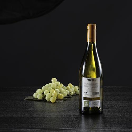 Botella de vino blanco Muga, D.O. Rioja