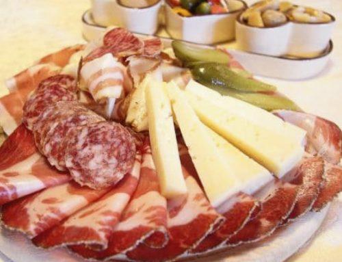 Disfruta de un verano gourmet con nuestros embutidos, jamones y quesos