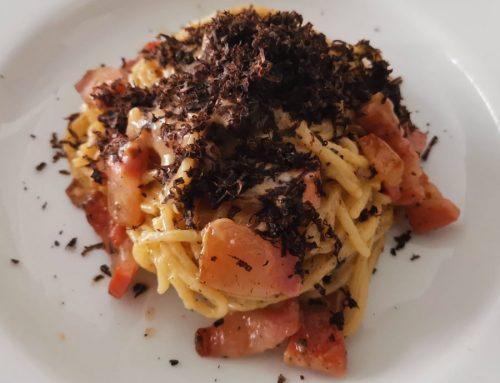 Espaguetis con carbonara trufada, fáciles y rápidos para hacer en casa